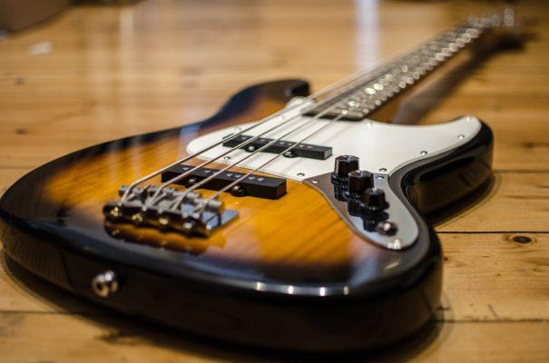 Giá bán đàn guitar điện là bao nhiêu tiền?